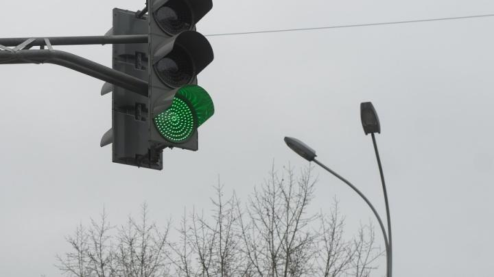 Перекрёсток «починили»: на дороге в Челябинске из-за заторов меняют схему движения