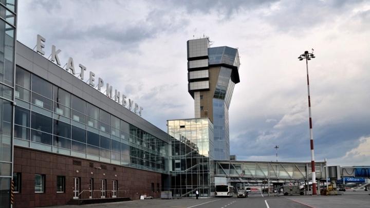 Силовики проверяют самолет, экстренно севший в Кольцово из-за сообщения о бомбе