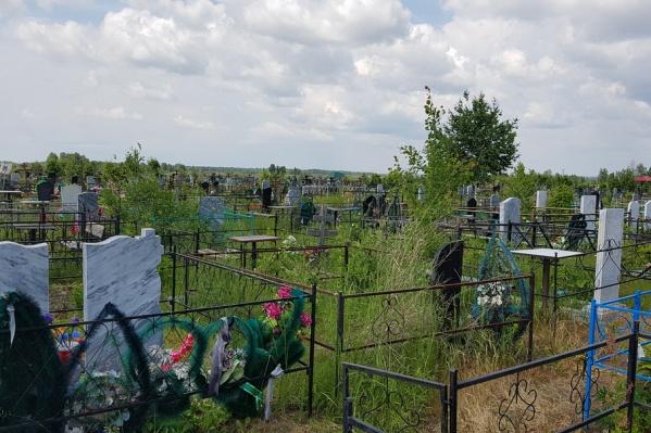 56-летнего мужчина признали виновным в похищении ограждений с кладбища