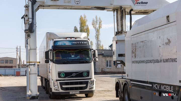 «Показал даже тайник с наркотиками»: таможенники привезли в Волгоград «рентген» на колесах