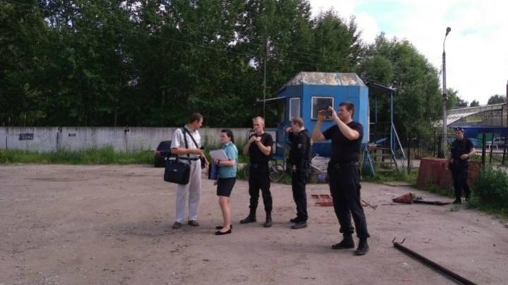 В Ярославле разбирают платную автомобильную стоянку