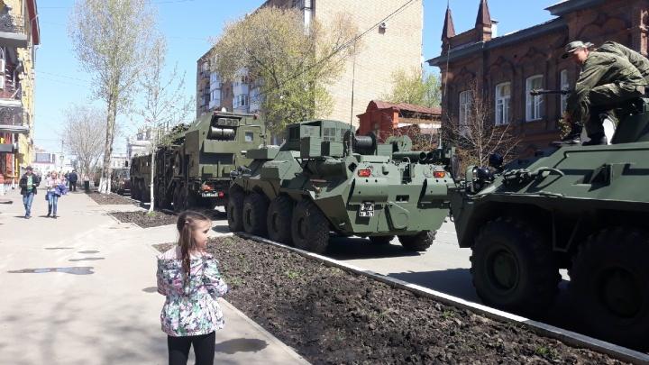 «Приехали!»: в Самару пригнали военную технику для участия в параде Победы