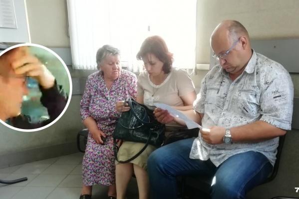 Родственники и адвокат выпускника просидели весь день на проходной управления МВД