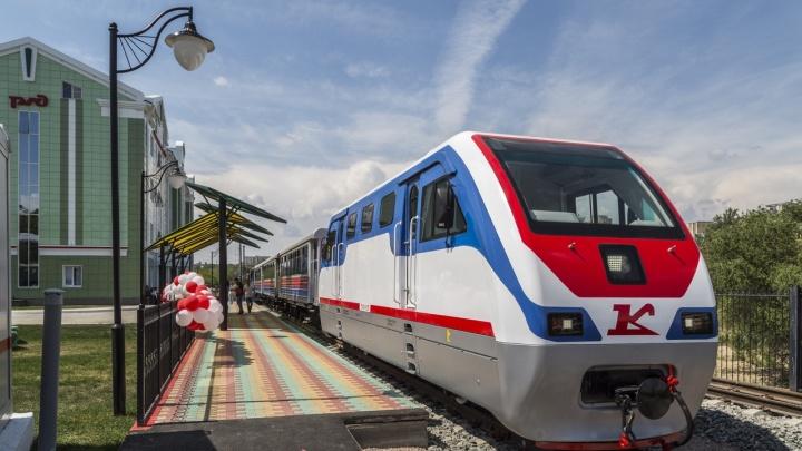 В Волгоград вернули отремонтированный локомотив детской железной дороги