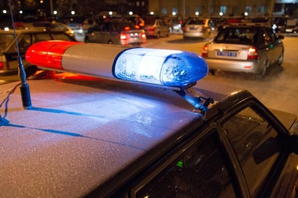 На место происшествия приехали оперативники и забрали у женщины нож