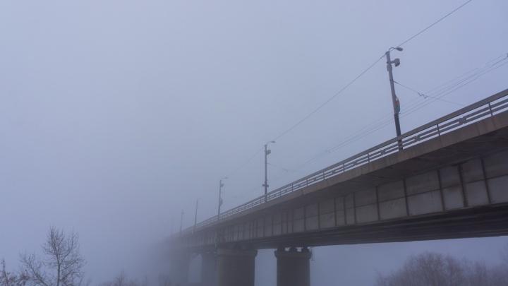 Вблизи моста у «Телецентра» спасатели достали из ила 30-летнего рыбака