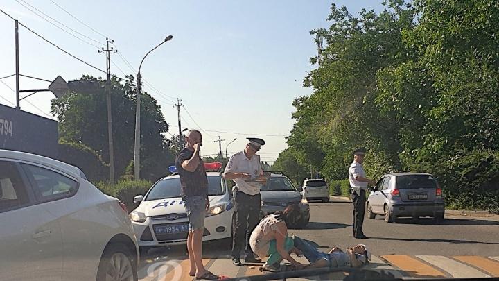 Шел на зеленый: в Западном микрорайоне Ростова на «зебре» сбили человека