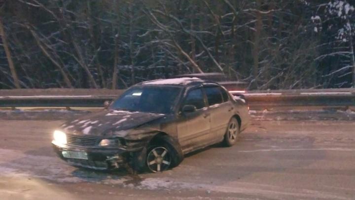 Четыре машины столкнулись на Бердском шоссе за 5 минут: водители винят колею