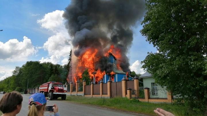 В Чимеево горит Свято-Казанский Чимеевский мужской монастырь