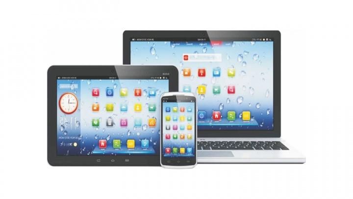 У Нарымского сквера открыли «честный сервис»: там бесплатно диагностируют смартфоны и ноутбуки