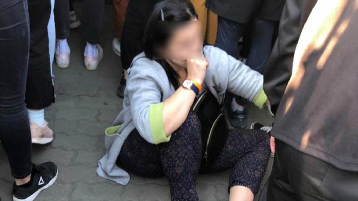 Толпа повалила ограждение: муж пострадавшей рассказал, как на концерте Little Big ей сломали ногу