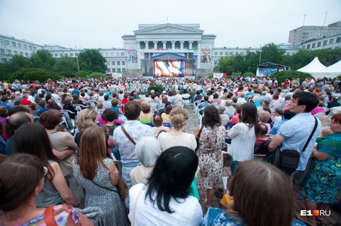 8 июля на фестивале покажут запись концерта «Классика на Дворцовой», а 9-го — концерт «Петрушка»
