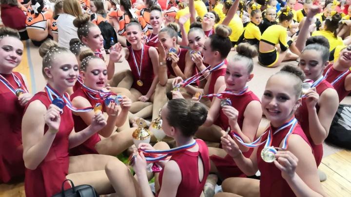 «Девчонки рыдали от радости»: волгоградские чирлидерши стали первыми на соревнованиях в Казани