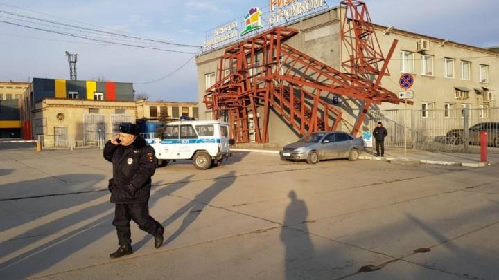 Работников агентства недвижимости в Челябинске эвакуировали из-за ребёнка