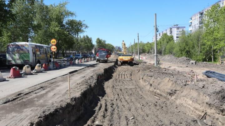 Демонтаж тротуара: на Ленинградском проспекте разбирают дорогу