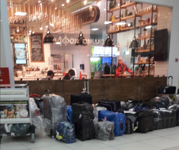 Пассажиры больше часа ждали, когда им отдадут багаж