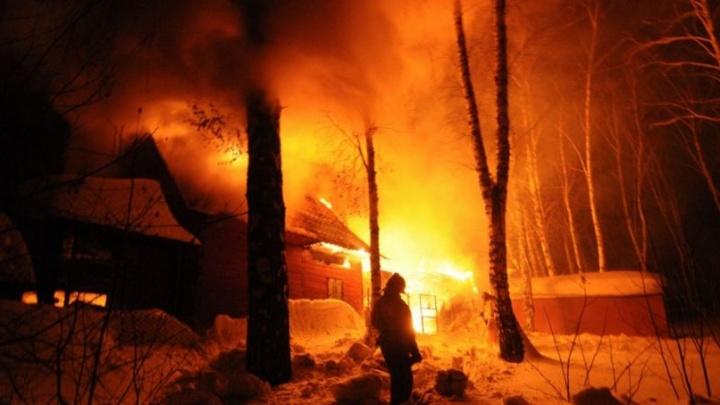 Два человека погибли в пожаре в Заельцовском районе