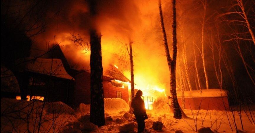 Баня загорелась около 16 часов дня
