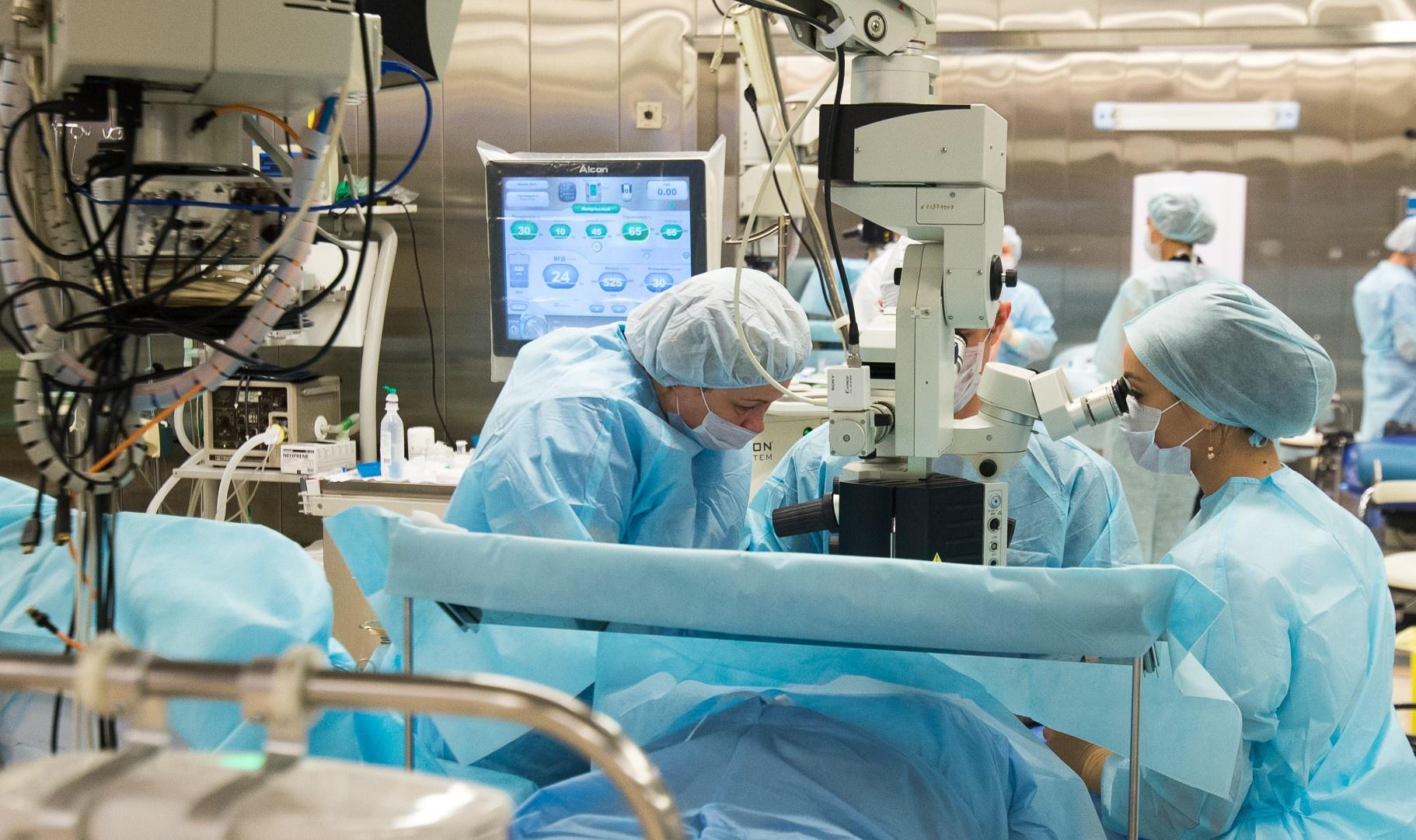 В операционной Екатеринбургского центра МНТК «Микрохирургия глаза»