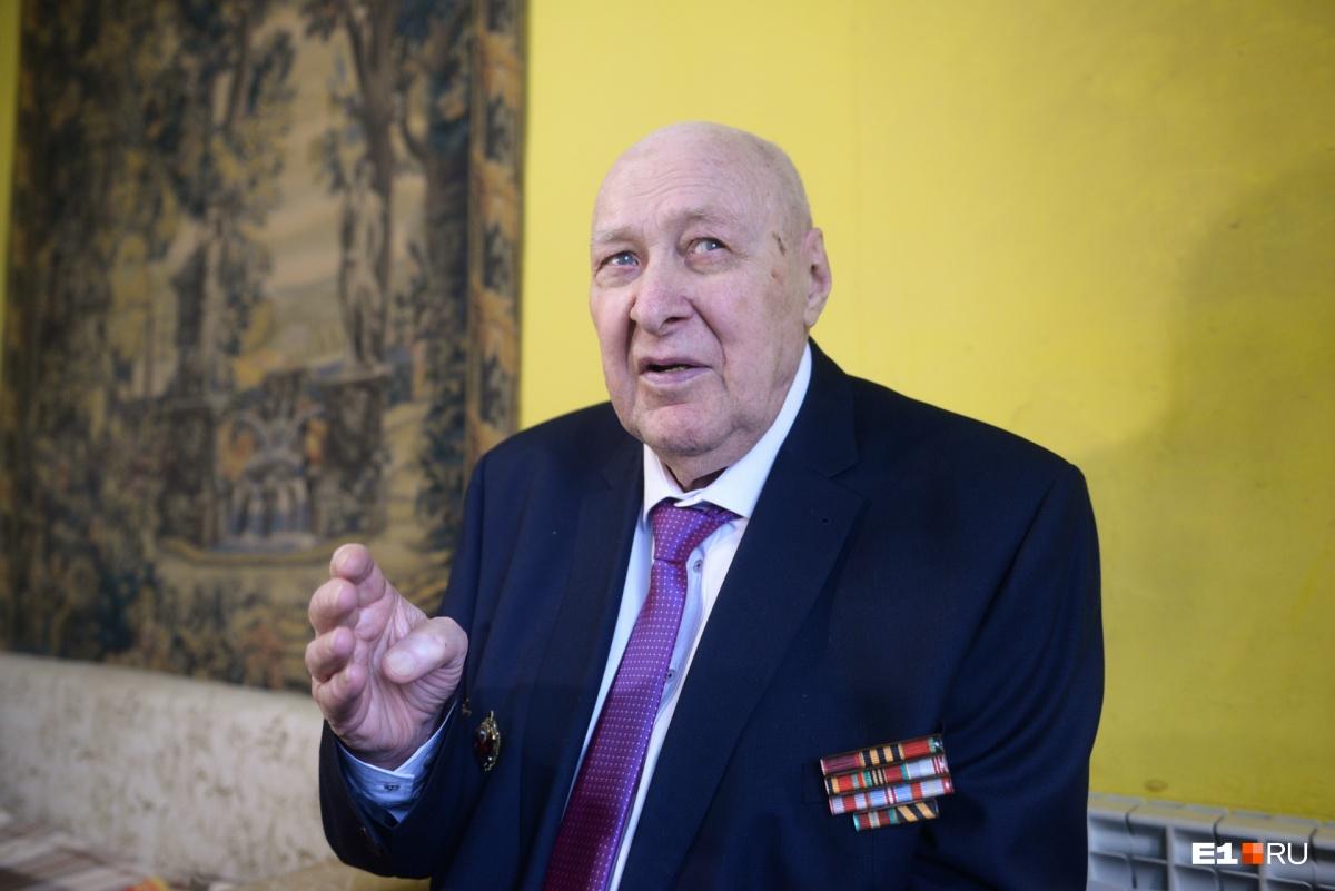 Жорж Владимирович, несмотря на солидный возраст, бодр и полон сил