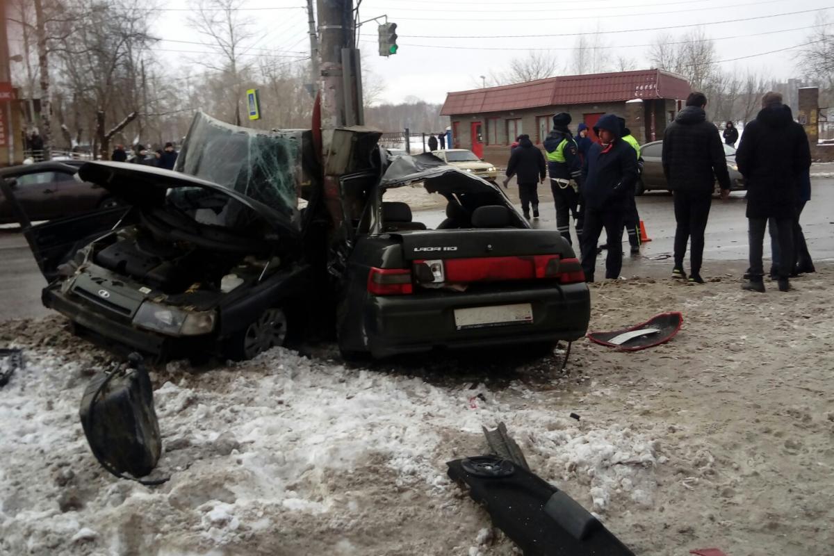 В ДТП погиб водитель, пассажир сильно пострадал
