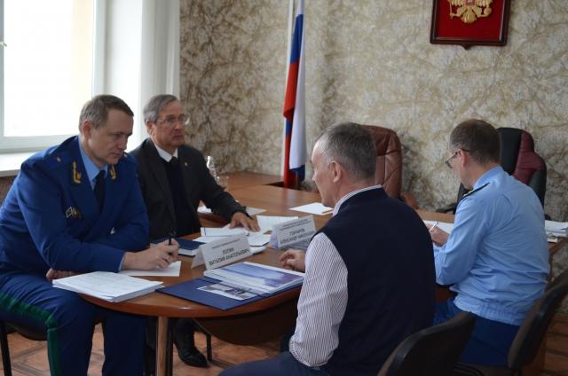 На встрече с Олегом Сиротиным прокурор области Виталий Лопин уделил внимание сохранности озера Тургояк