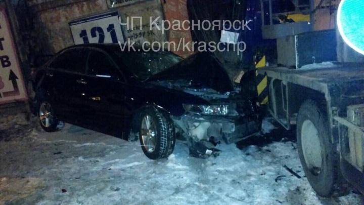 В жесткой аварии «Исузу» и «Хонды» на правом берегу пострадали водители обеих машин