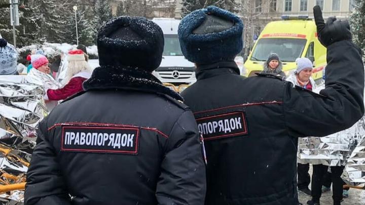 Дружинник рассказал, почему носит полицейскую форму, не любит казаков и патрулирует с женой
