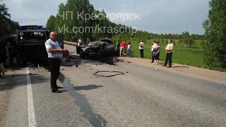 Трое пострадали в лобовом столкновении с грузовиком на трассе
