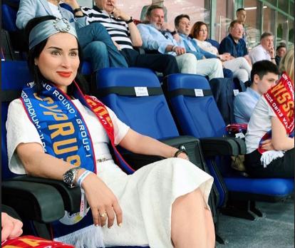 Тина Канделаки приехала в Нижний Новгород, пообщалась с губернатором и поздравила всех с Днём России