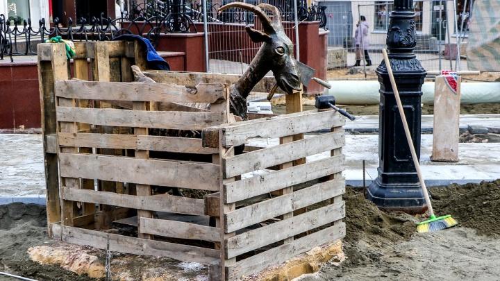 Скандал на Большой Покровской: рабочие решили разобрать новое покрытие улицы