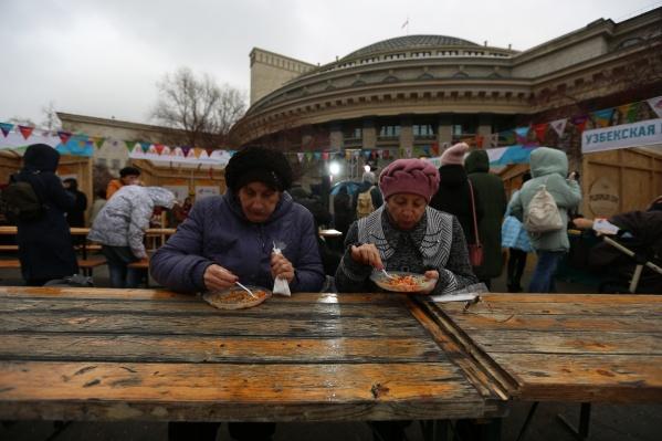 На площади Ленина начался праздник в честь Дня народного единства. Фото Александра Ощепкова