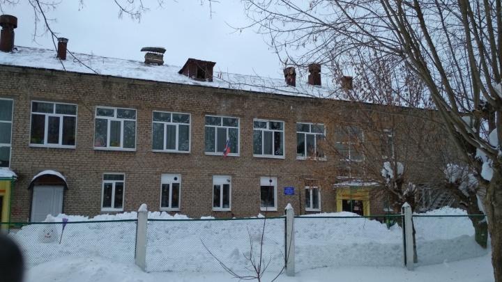 В Верещагино на трехлетнего мальчика с крыши детсада упала глыба снега