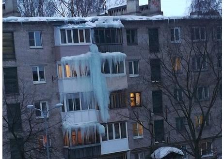 От наледи страдают жители двух этажей