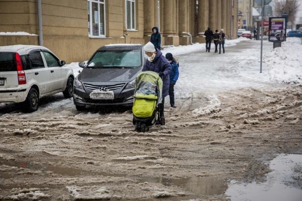 В центре Новосибирска убирать тротуары получается плохо — справляется только удалённый Советский район