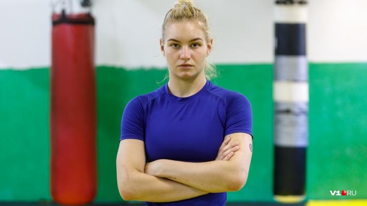 «Я обожаю бить людей и получаю от этого удовольствие»: красавица из Волгограда стала чемпионом ММА