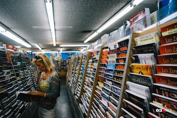 Считается, что, включая радио или телевизор в торговом зале, продавцы привлекают больше клиентов