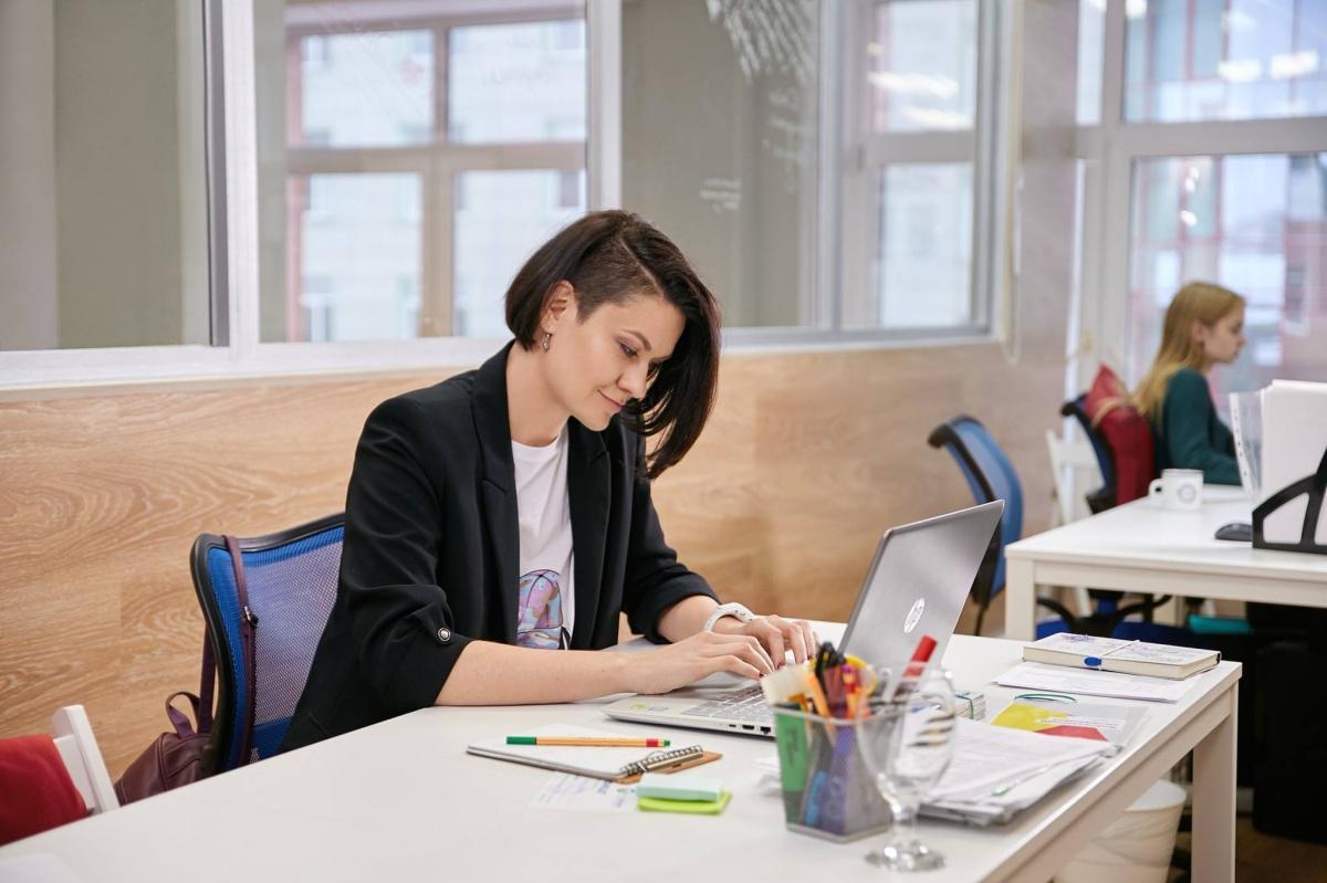 Сибирячка перевела свою фирму на хоум-офис и честно рассказывает о плюсах и минусах такой работы