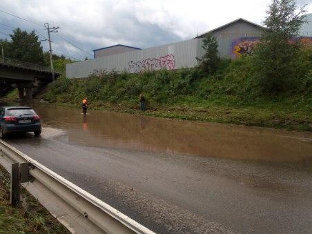 Коммунальщики устранили потоп