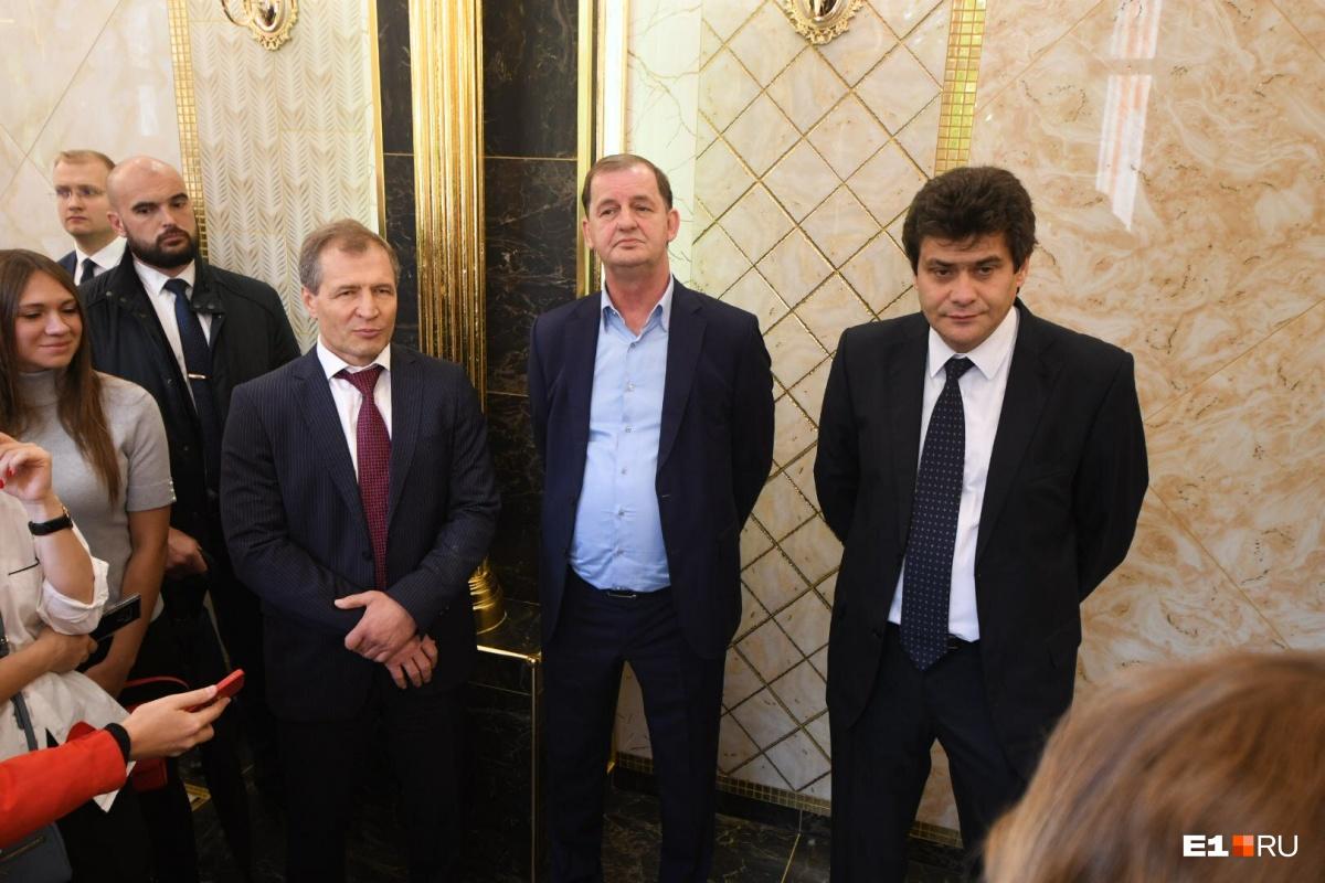 Мэру Александру Высокинскому пришлось объяснить, почему золотые интерьеры в школе — это правильно и хорошо