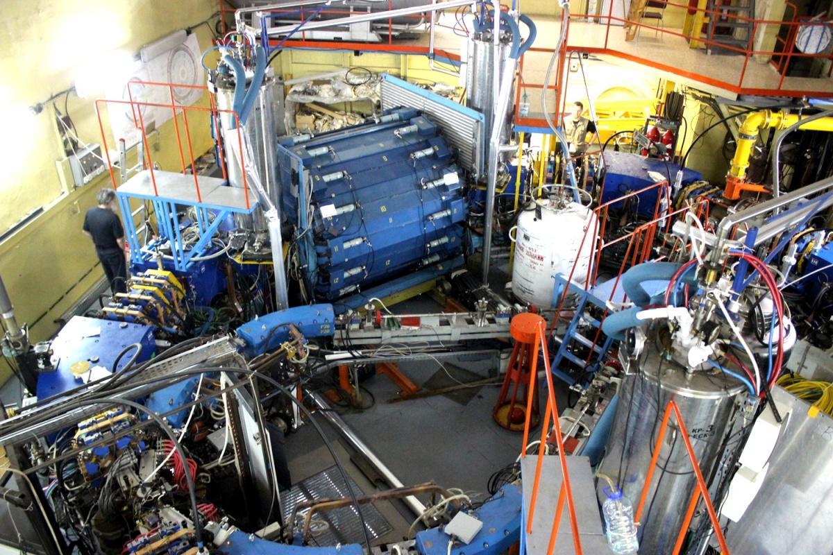 Электрон-позитронныйколлайдер, построенный вИнституте ядерной физики СО РАН