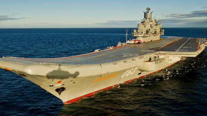 Крейсер «Адмирал Кузнецов» после аварии в доке доставили в мурманский филиал «Звездочки»