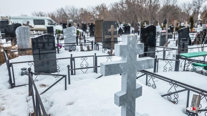 В Самаре суд вернул на работу уволенного из-за заросших кладбищ чиновника