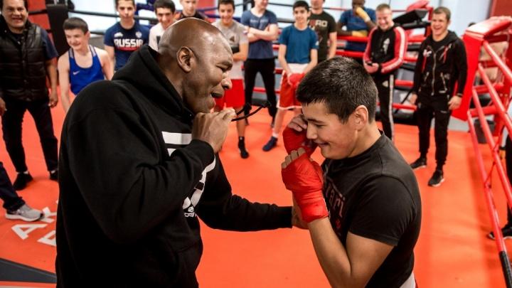 Боксер, которому Майк Тайсон откусил ухо, провел мастер-класс в Екатеринбурге
