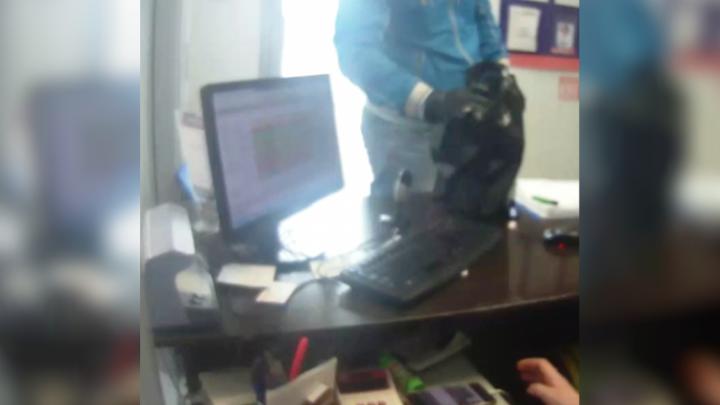 Полицейские Уфы задержали разбойника, напавшего на офис микрозаймов