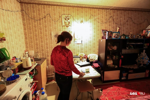 Татьяна Хижняк с тремя детьми живет в общежитии