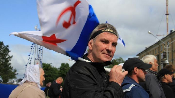 Бескозырки, корабли на рейде и парад: смотрим, как Архангельск встретил День ВМФ