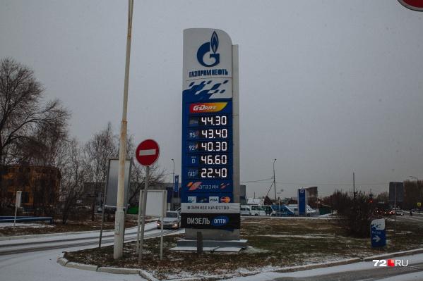 На «Газпромнефти» сегодня «дизель» стоит 46 рублей 60 копеек,92-й бензин — 40 рублей 30 копеек