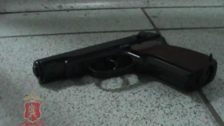 Молодой красноярец пустился грабить банки в маске и с пистолетом: вынес 1,6 миллиона