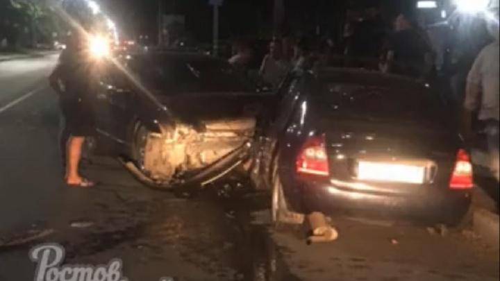Ночью в Аксае лоб в лоб столкнулись две легковушки